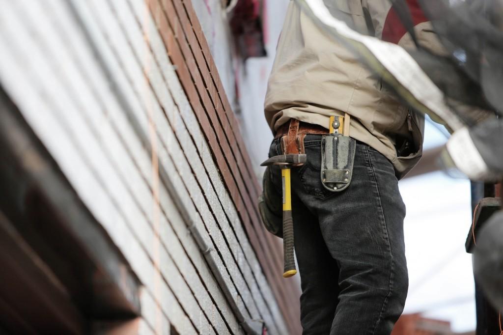 construction-worker-569149_1280